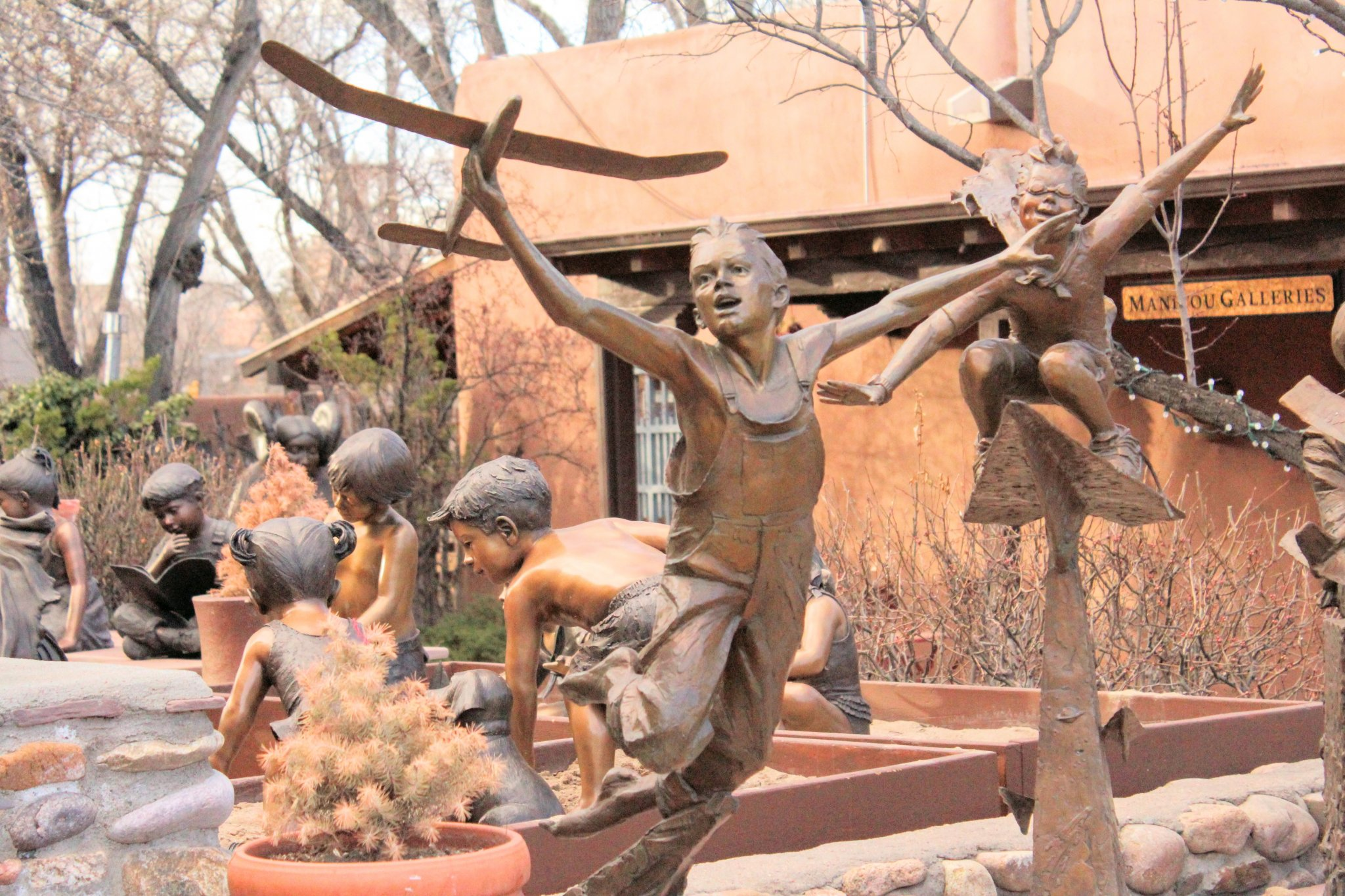 Guide to Canyon Road: Statues of Children in Meyers Gallery