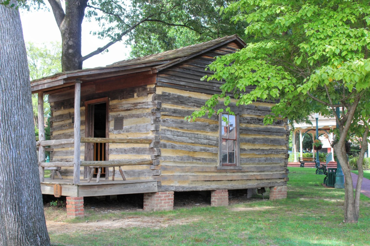 Pocket Guide to Collierville Cabin Exterior