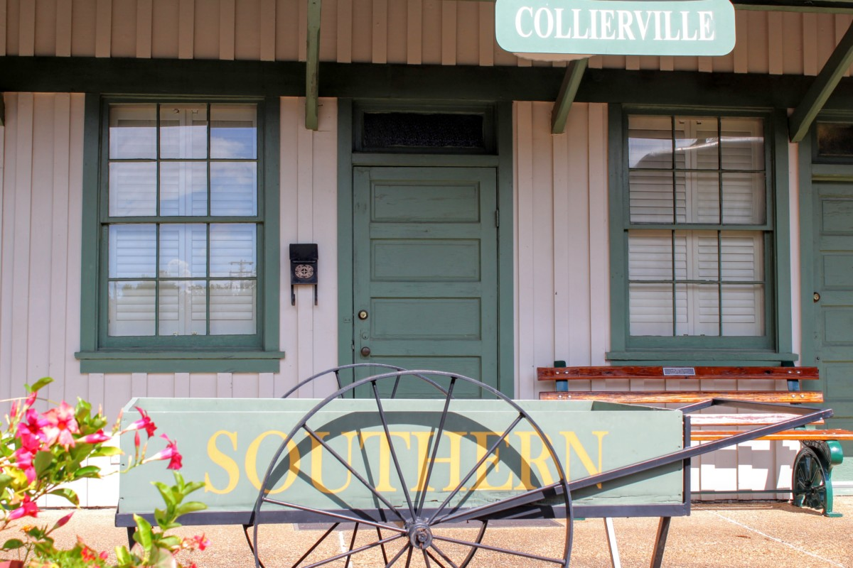 Pocket Guide to Collierville Outside