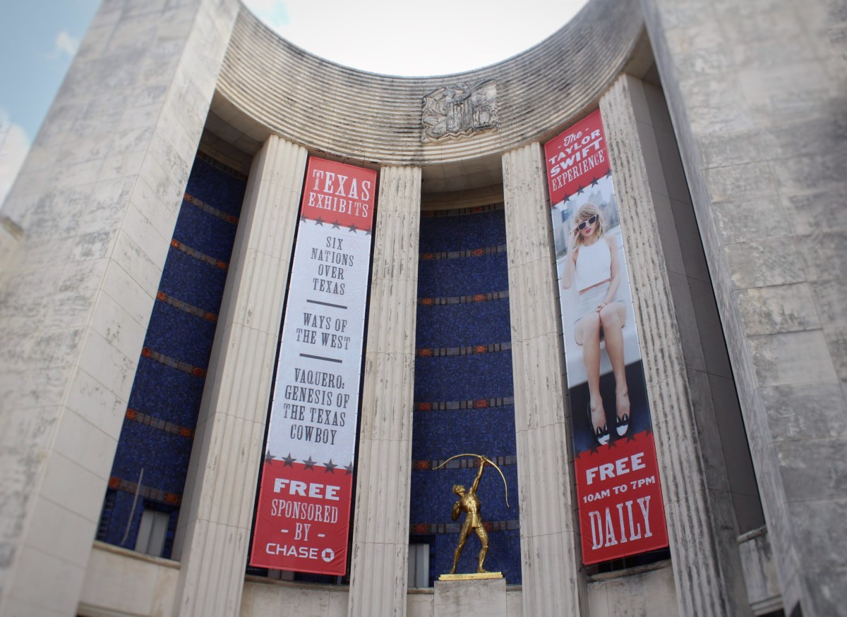Top Things to Do At the State Fair of Texas Hall of State Entrance and Statue