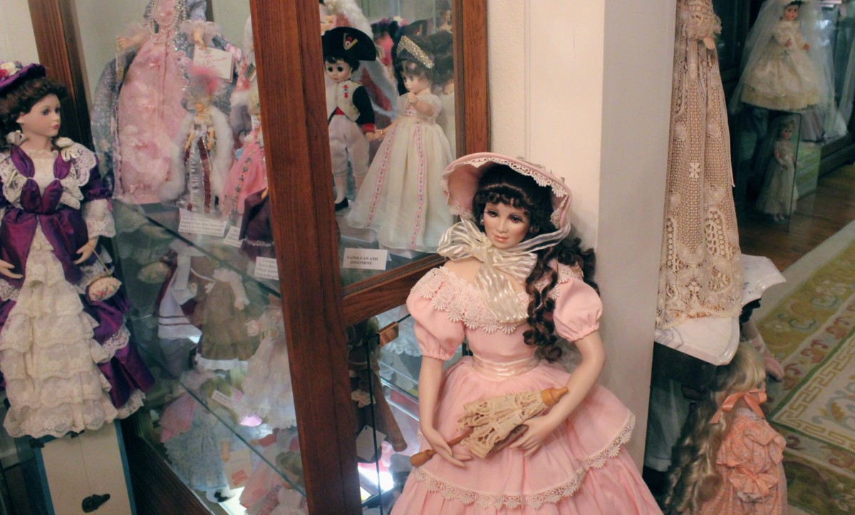 Guide to Granbury: Doll House Museum