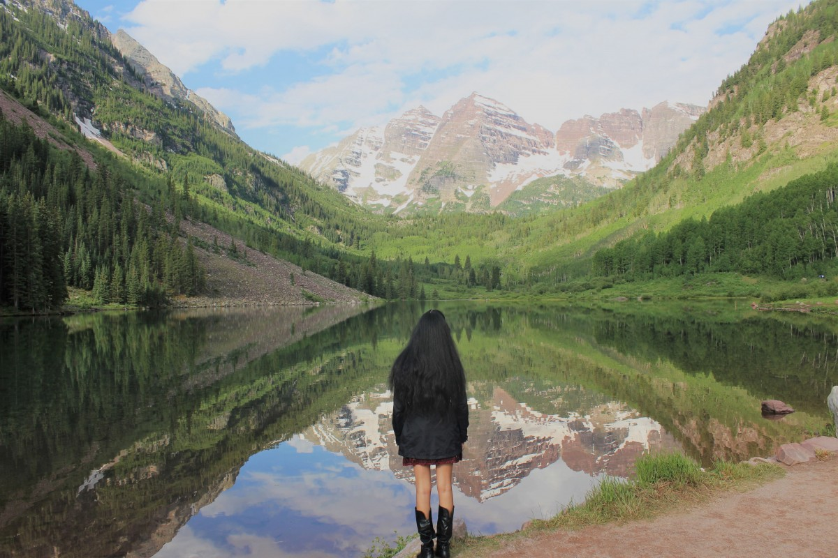 Looking over the Maroon Bells is the best Aspen experience. I mean, these are gorgeous mountains reflecting in a clear water pool making this one of the top things to do in Aspen.