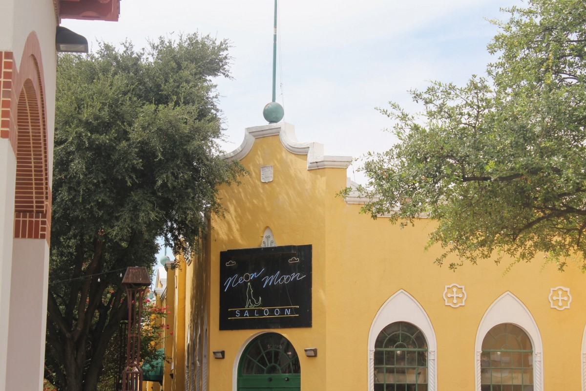 Looking for things to do at the Fort Worth Stockyards? Check out the Neon Moon club, a spanish-exterior, glitzy interior nightclub.