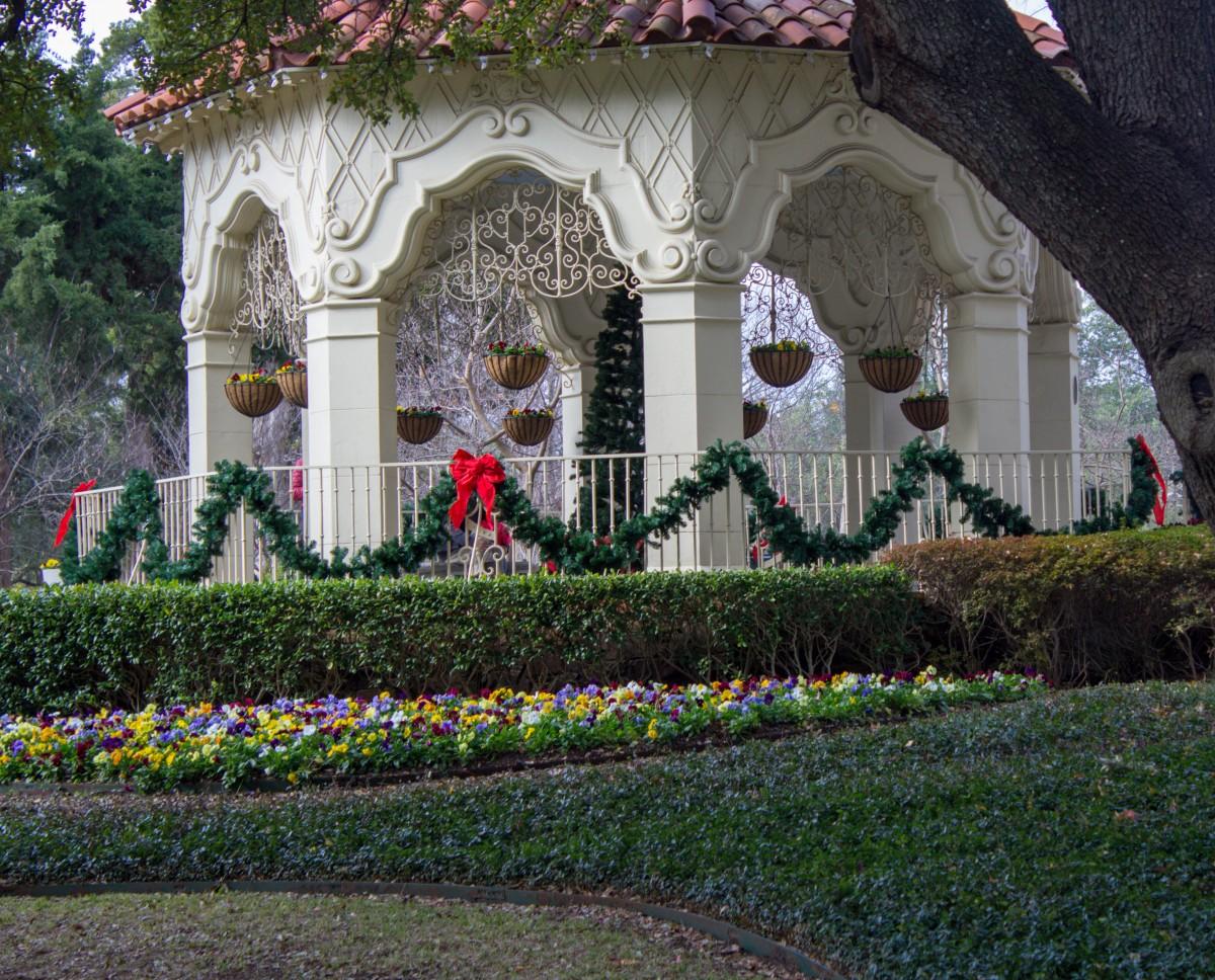 Flippen Park Winter Decorations
