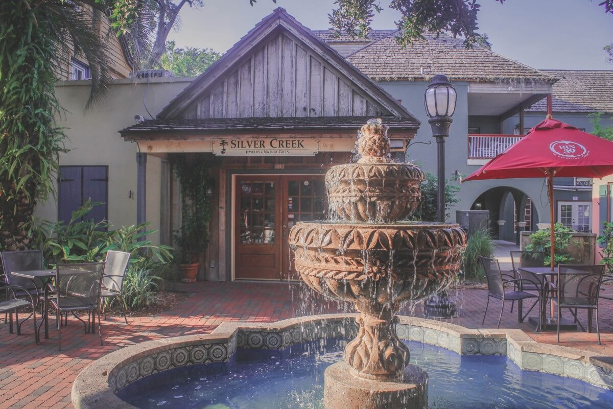A pocket within St. George Street by Silver Creek Jewelry & Nature Gifts. Fountain in front.