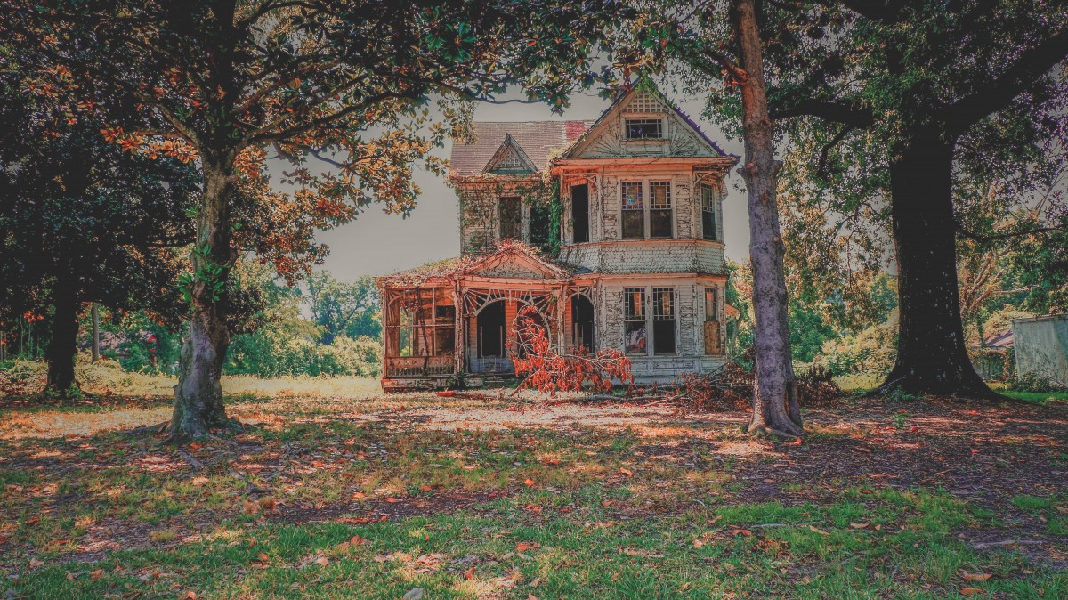 A broken down house in Mississippi