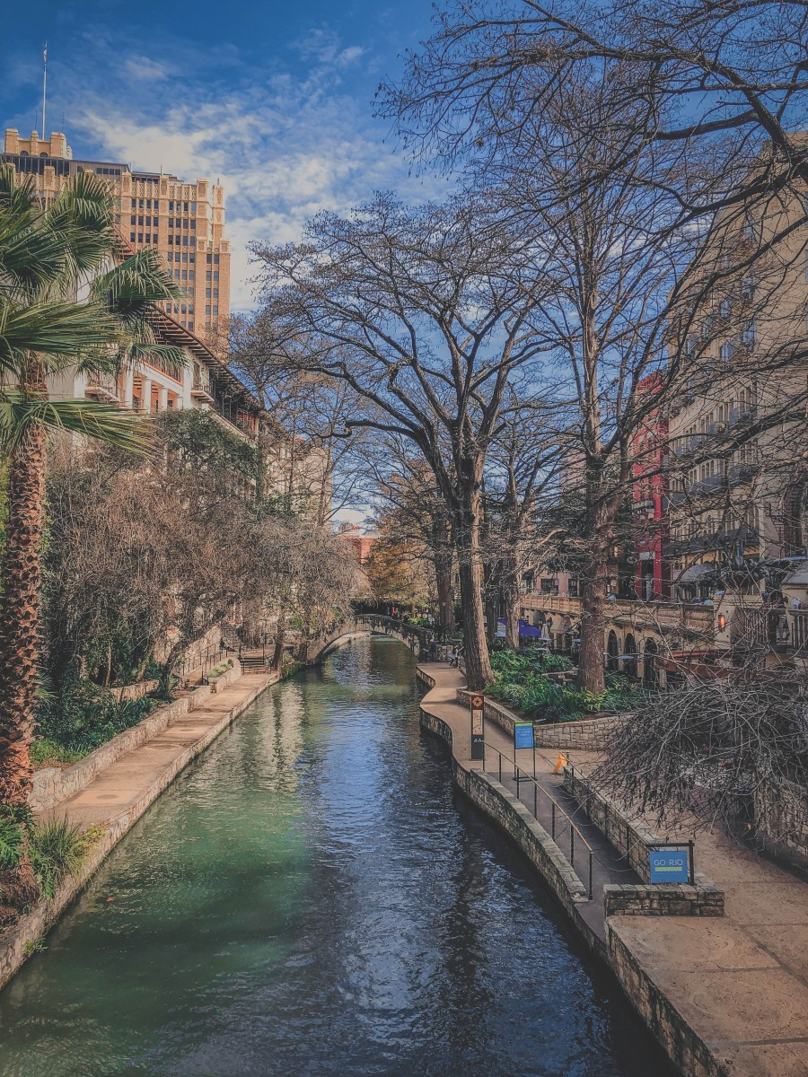 Vertical photo of the River Walk in winter