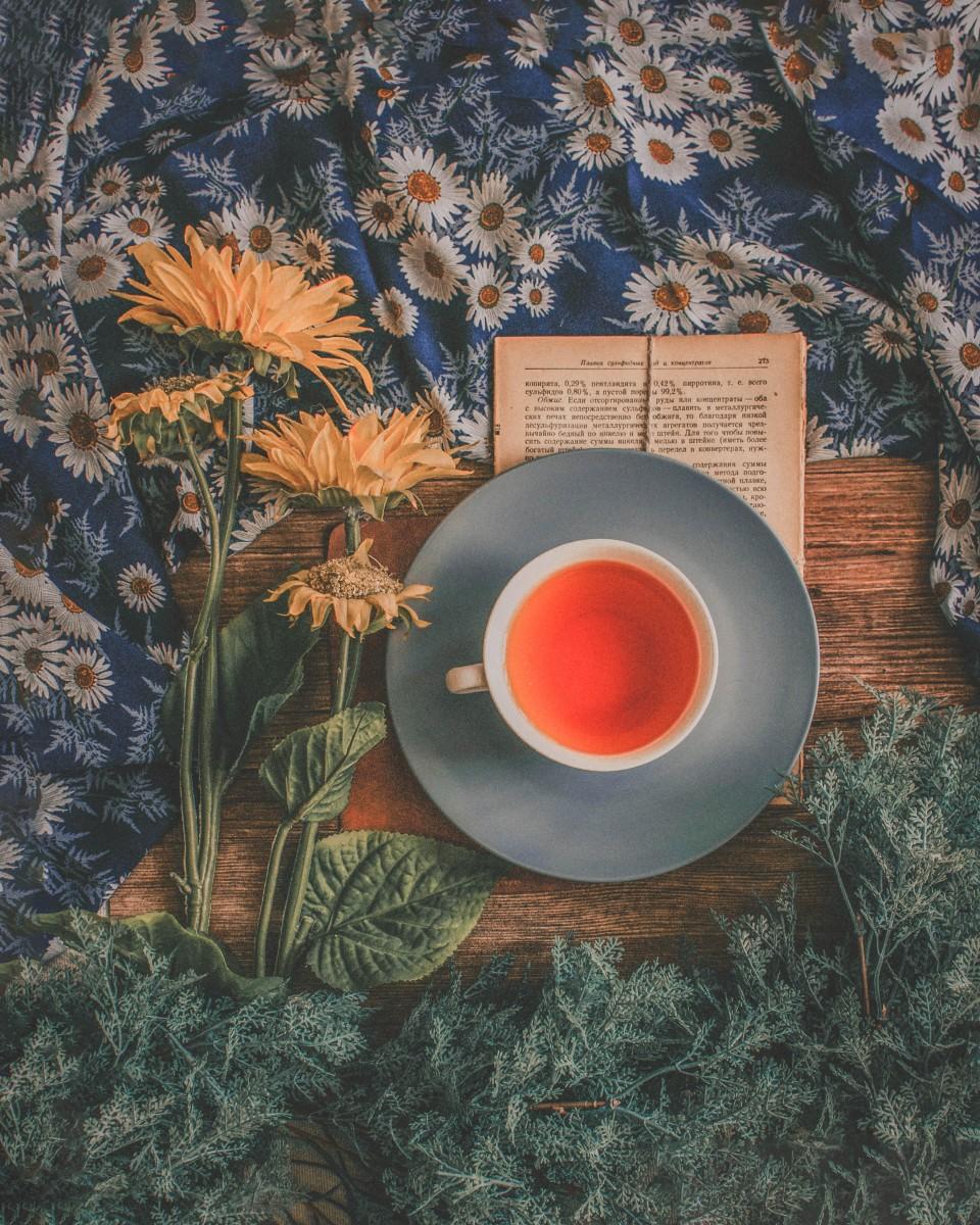 a destressing photo of a cup of tea