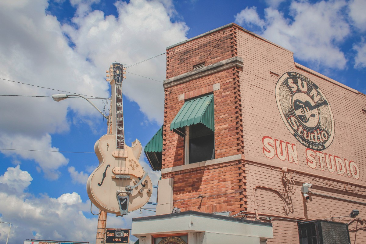 before taking the sun studio tour during my one day in Memphis, I spent a couple minutes trying to snap pictures of the exterior