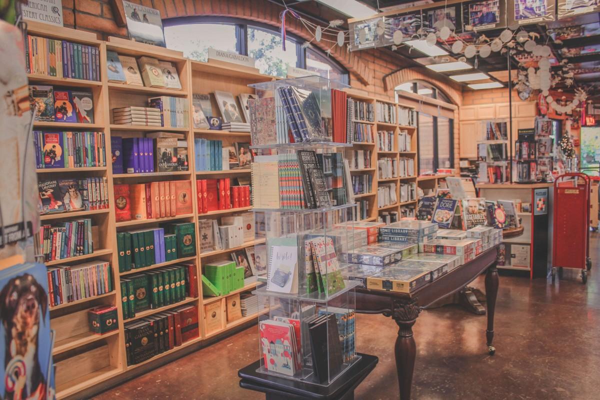 Shelves upon shelves of Diana Gabaldon books at the Poisoned Pen