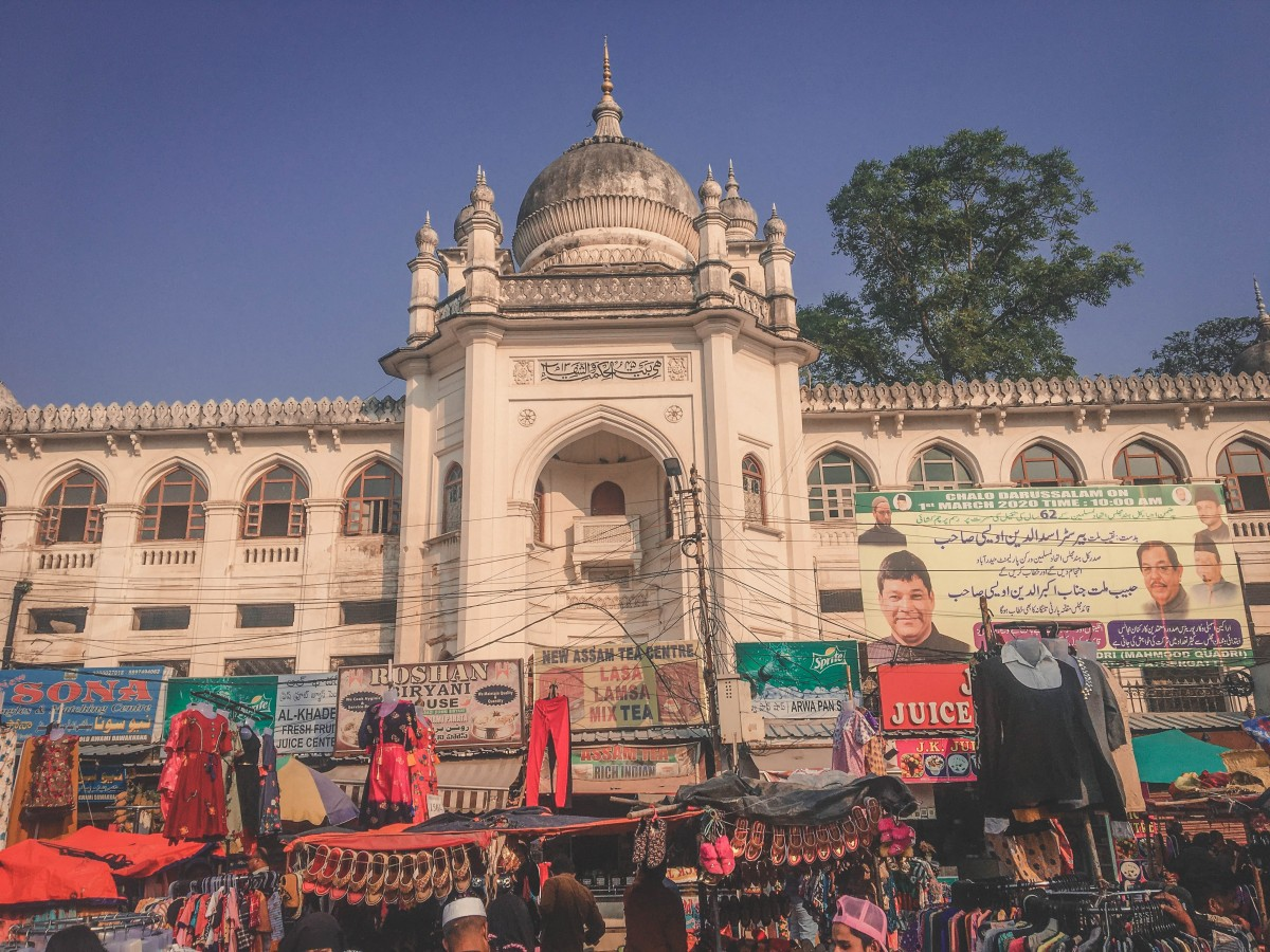 Charminar Market covering up ood stands