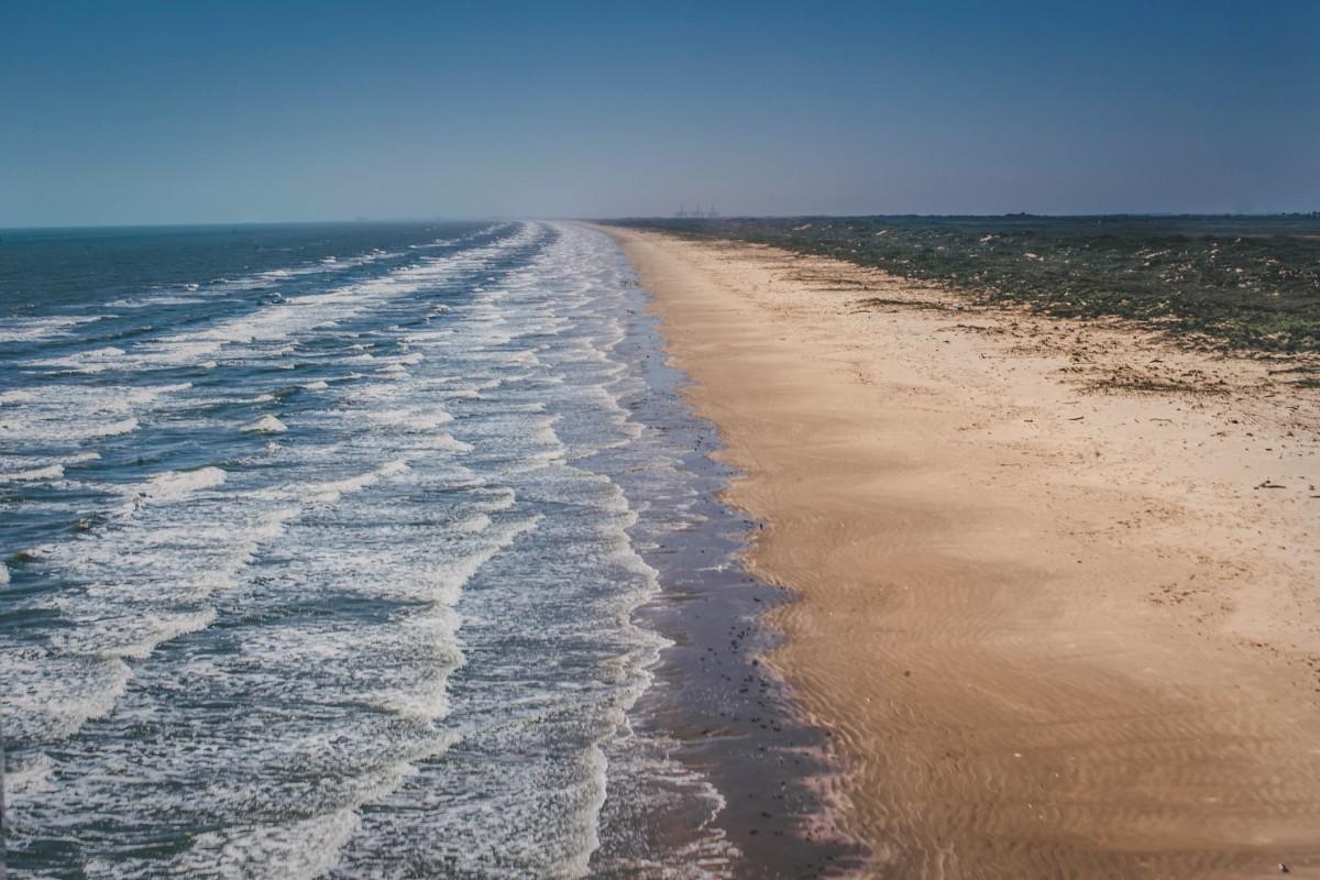 long stretch of Port Aransas beach in Texas