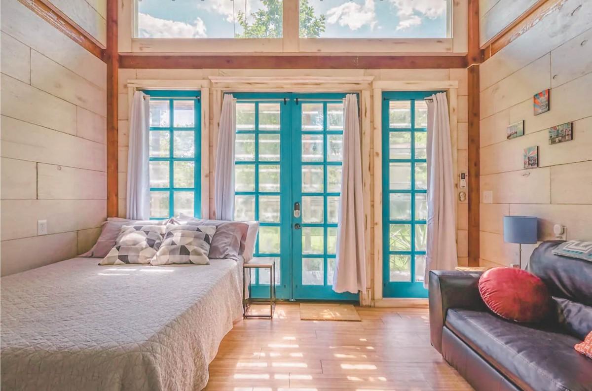 Airbnbs in Austin: Charming South Austin Studio