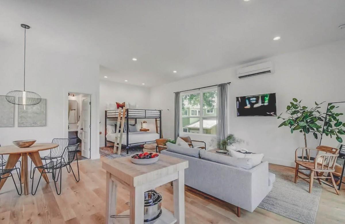 Airbnbs in Austin: Garage Apartment