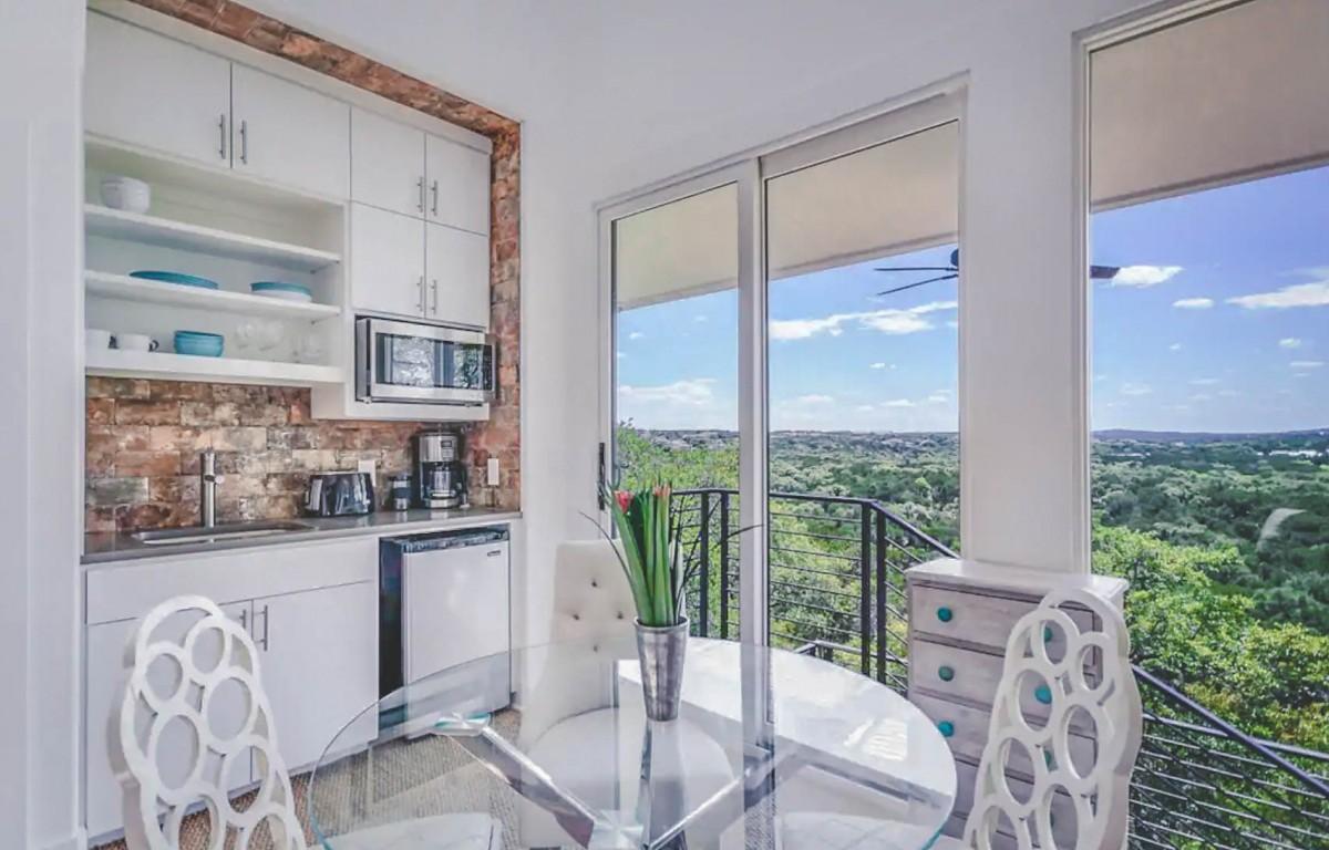 Airbnbs in Austin: Hill Top Views