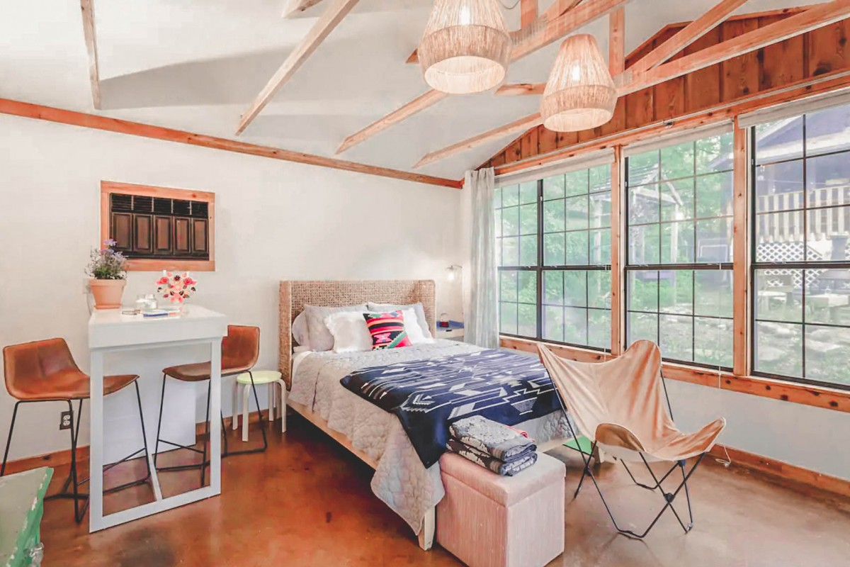 Airbnbs in Austin: Cozy Cottage