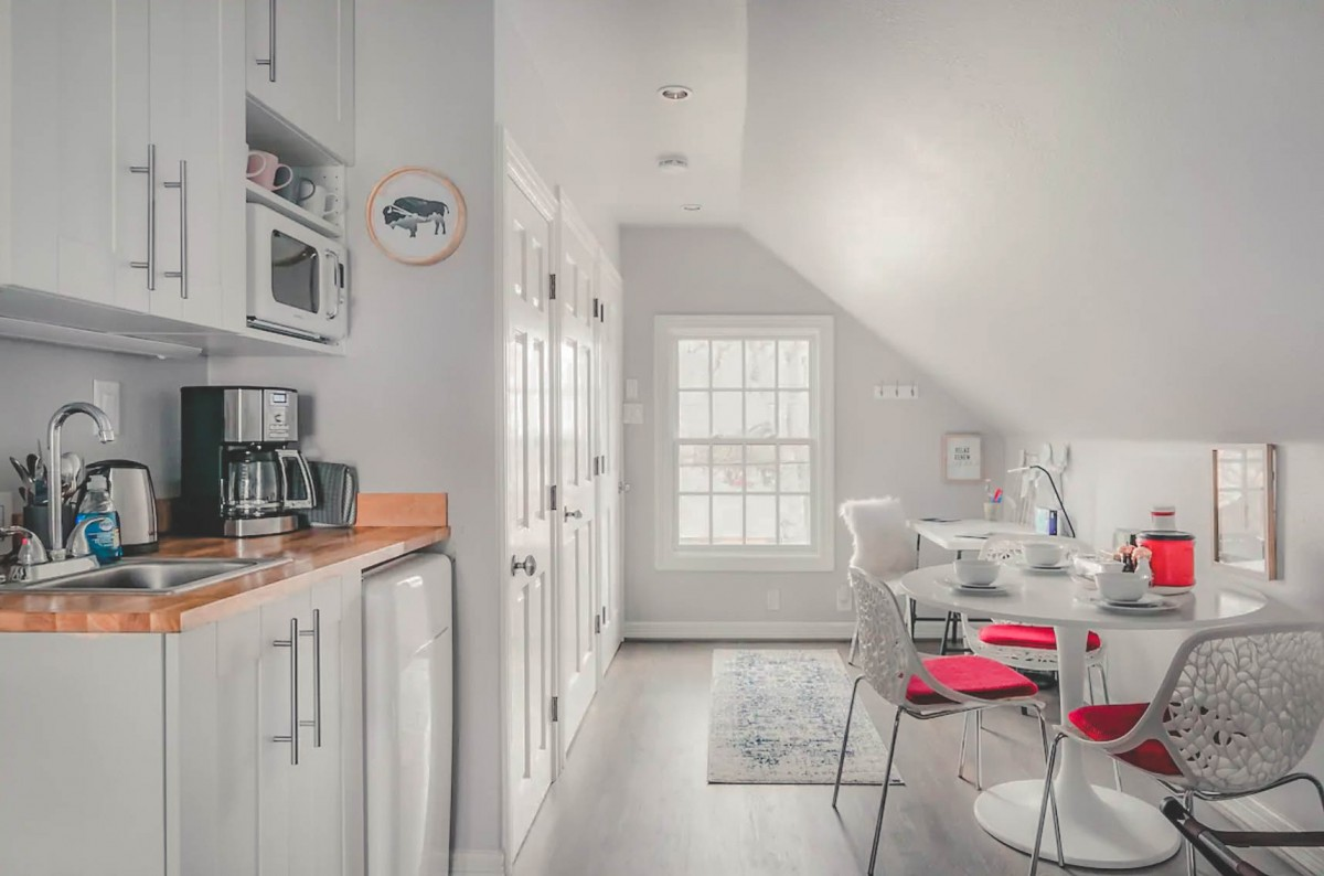 white walls, white seats, white doors at Airbnbs in Dallas - photo via Airbnb