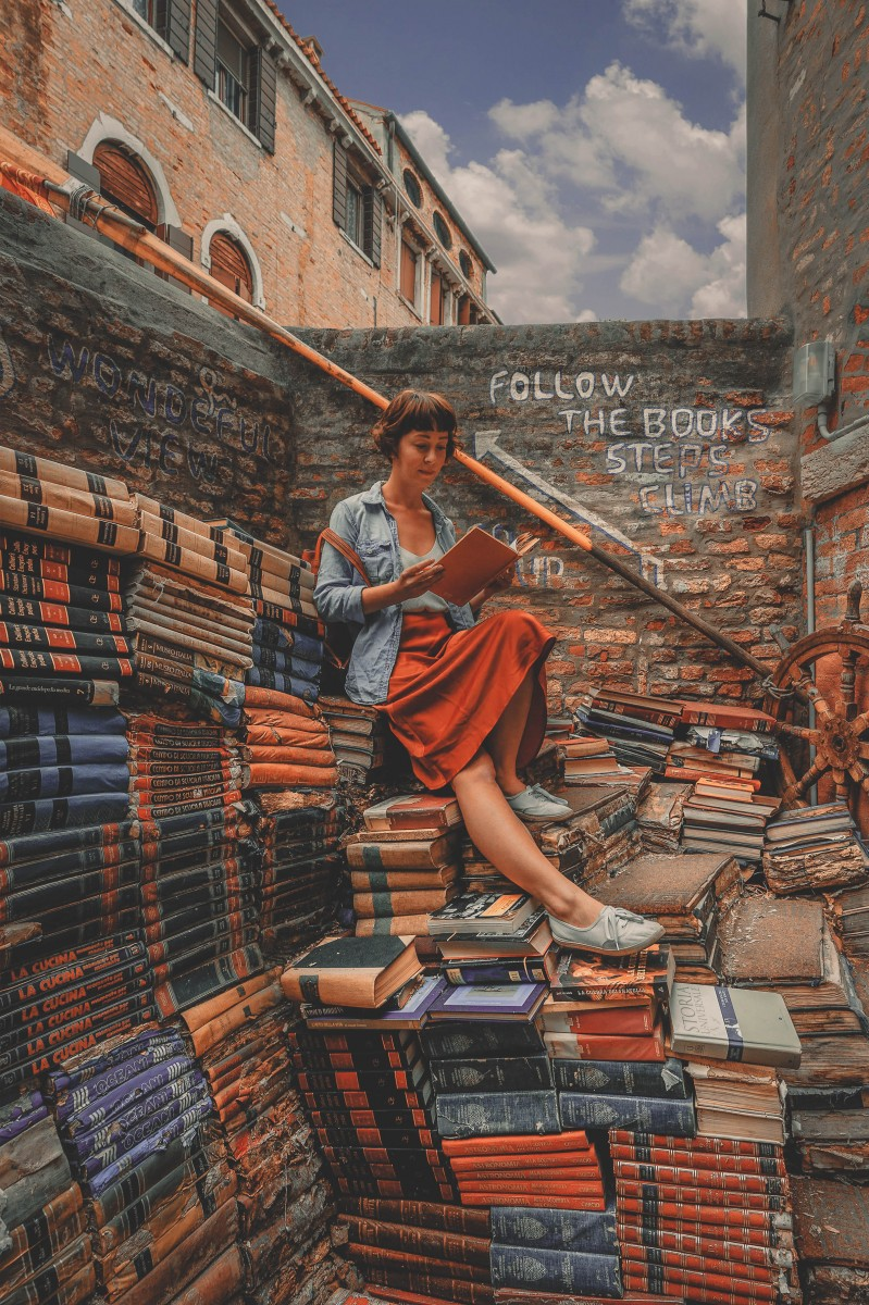 best bookstores in the world : Libreria Acqua Alta, Italy
